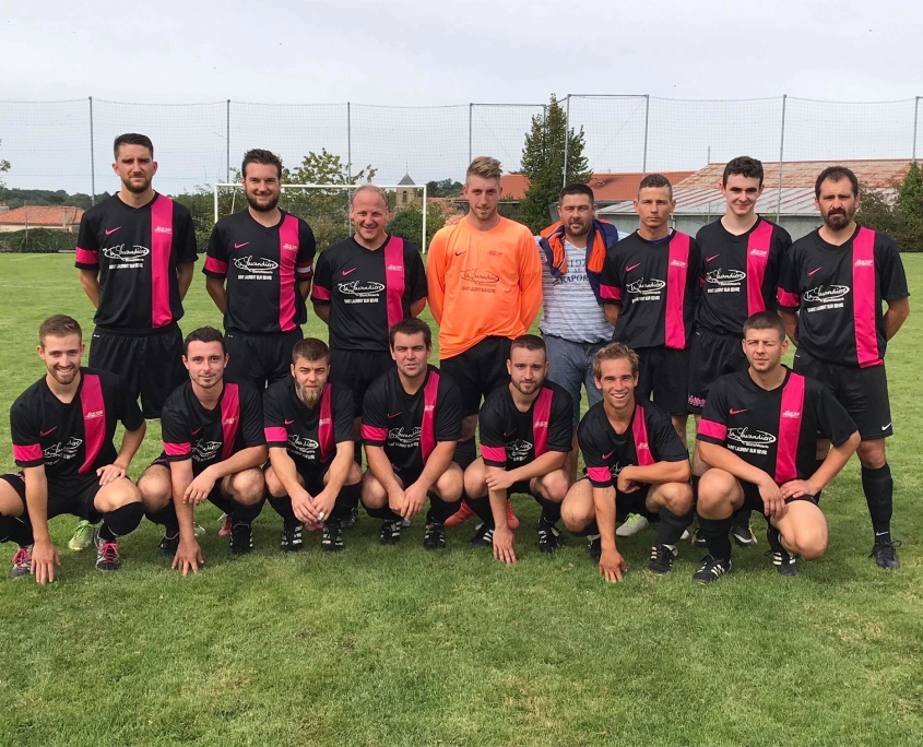 Equipe A fanion Seniors fc saint laurent malvent joueurs de football